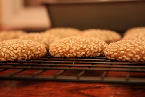 Sweet Wine Biscuits with Sesame